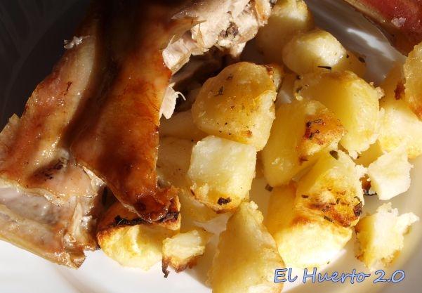 El cordero castellano es una experiencia única junto a las crujientes patatas