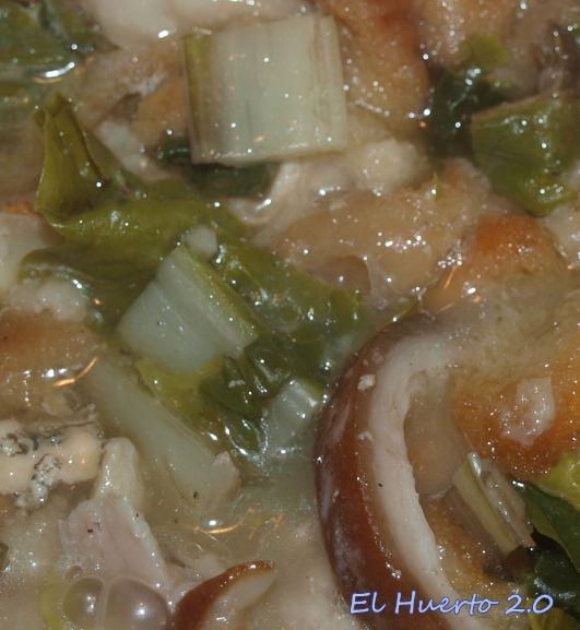 Acelgas  cociendose con algunas carnes