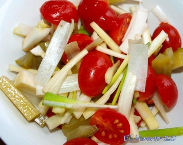 Cebolleta, ápio,... y tomate