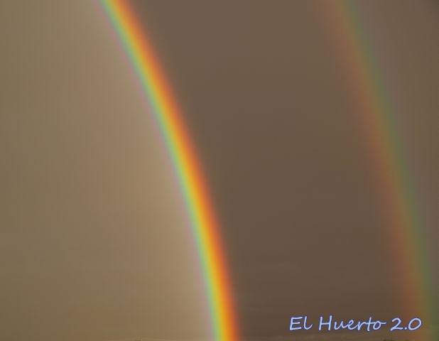 Arco iris doble, con los colores invertidos