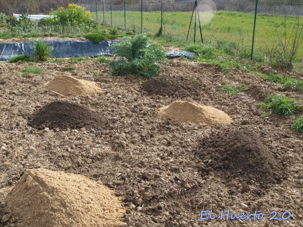 Preparando el terreno con arena y abono