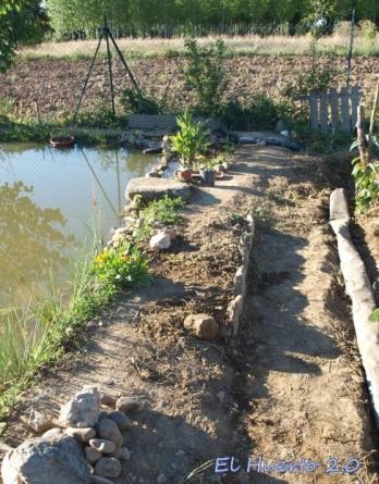 Escalón lateral a modo de jardinera
