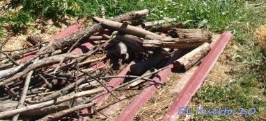 Restos de madera para el interior del bancal