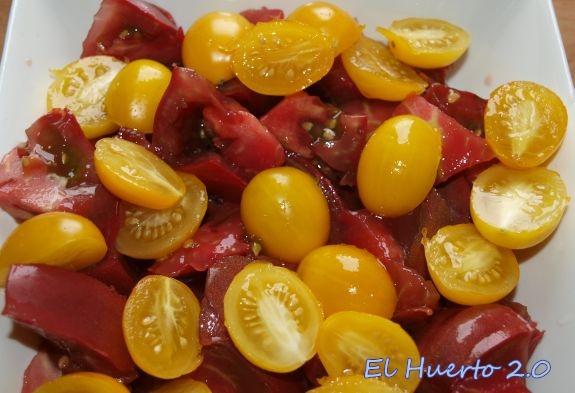 Ensaladas de diferentes tipos de tomates