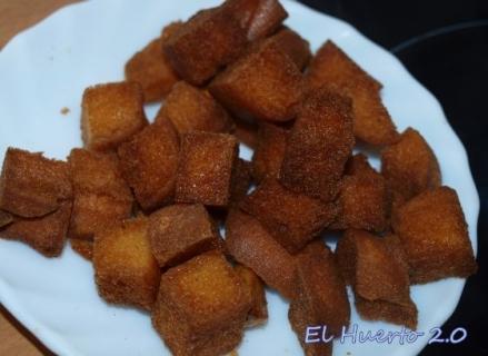 Costrones de pan frito